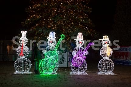 Новогодняя световая фигура 3D «Снеговики - музыканты», высота 2,1